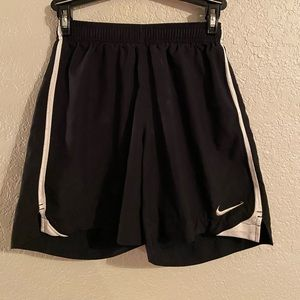 Nike Dri-Fit mid length short